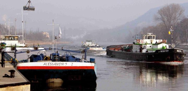 Přeprava součástí námořního jeřábu Alessandro